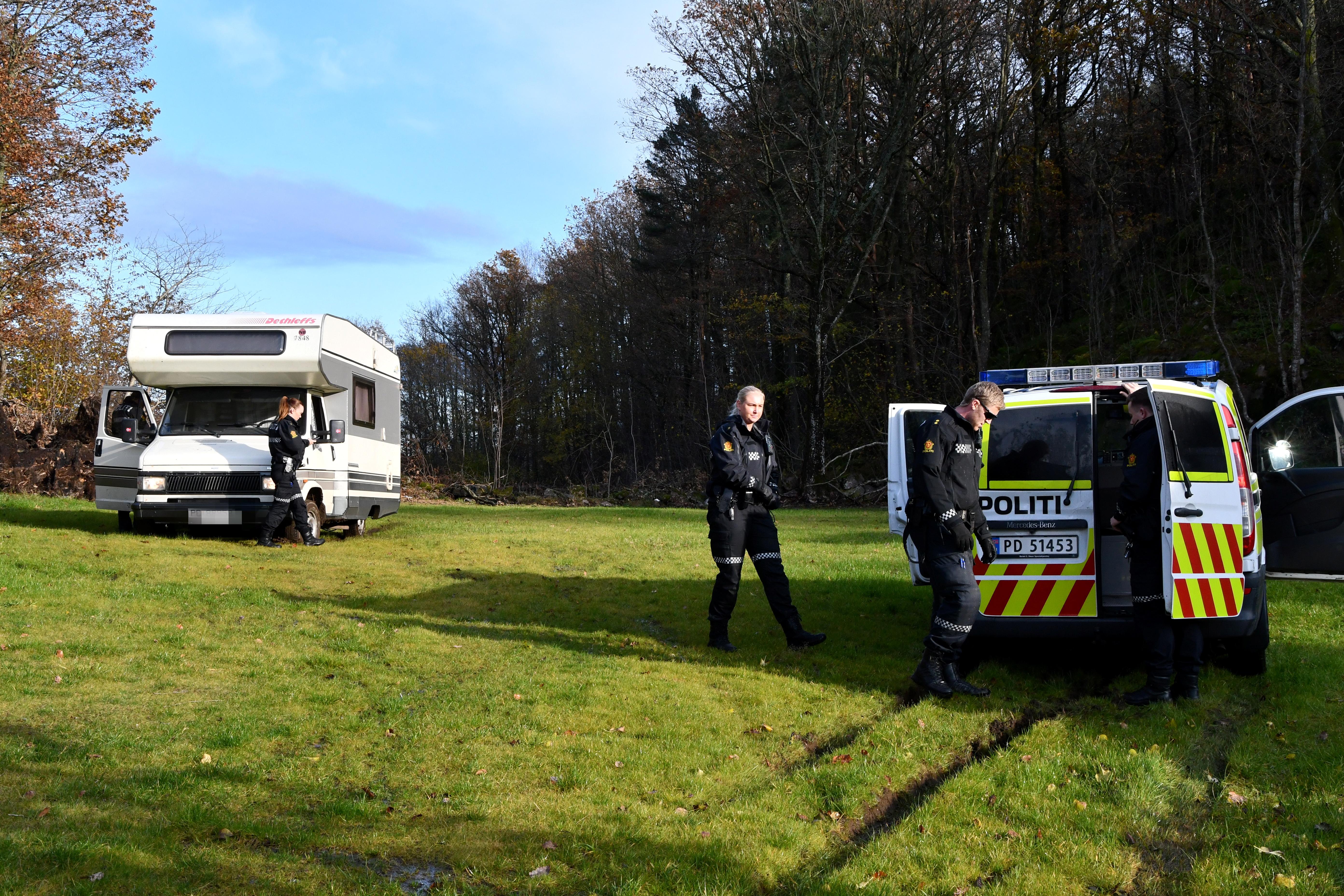 TATT: Her har politiet pågrepet føreren av bobilen, som ble jaktet på i nesten 20 minutter. FOTO: BAARD LARSEN/FROLENDINGEN